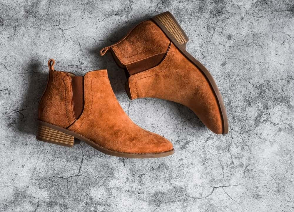 Women's chelsea boots in classic suede brown.