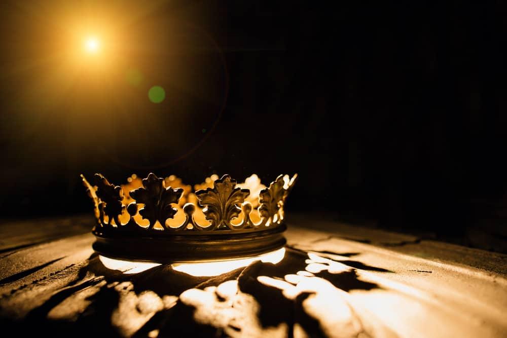 Coronet illuminated by a golden beam.