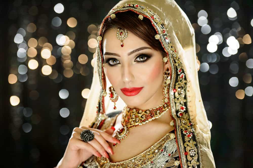 Indian bride wearing shinka.