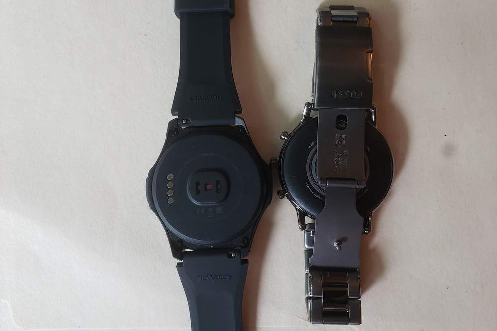 ticwatch s2 vs fossil gen 5 carlyle clasp band strap