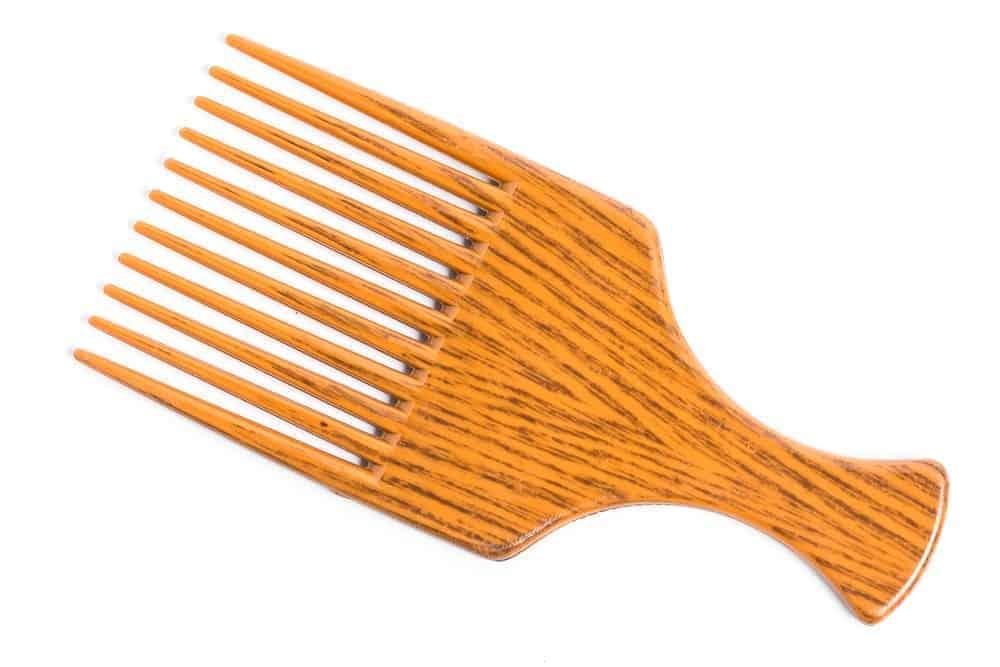 A brown pick comb.