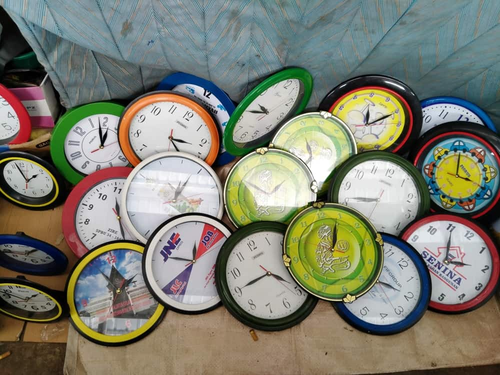 A bunch of wall clock on display.