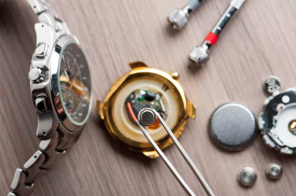 A look at how a watchmaker changer the batteries of a watch.