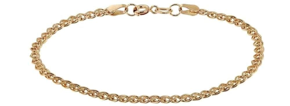 A look at a simple golden chain bracelet.