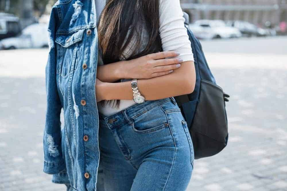 A fashionable woman wearing jeans.