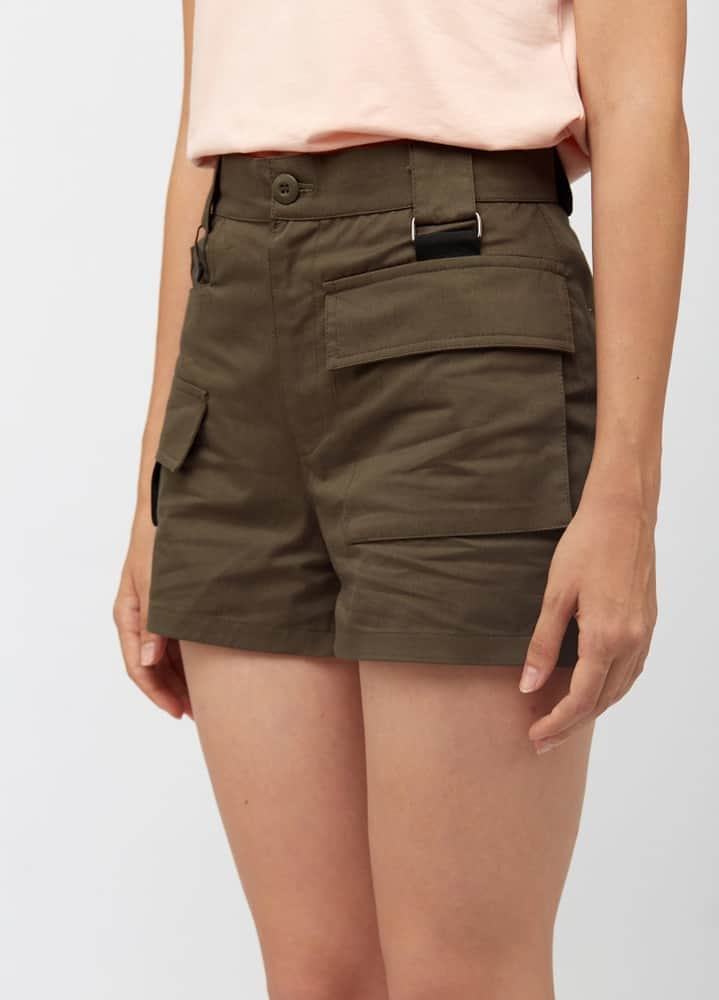 A woman wearing a pair of dark cargo shorts.