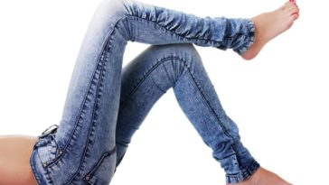 A woman wearing a pair of skinny jeans.