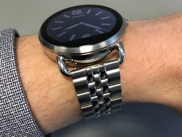 Side view of the Fossil Q Wander