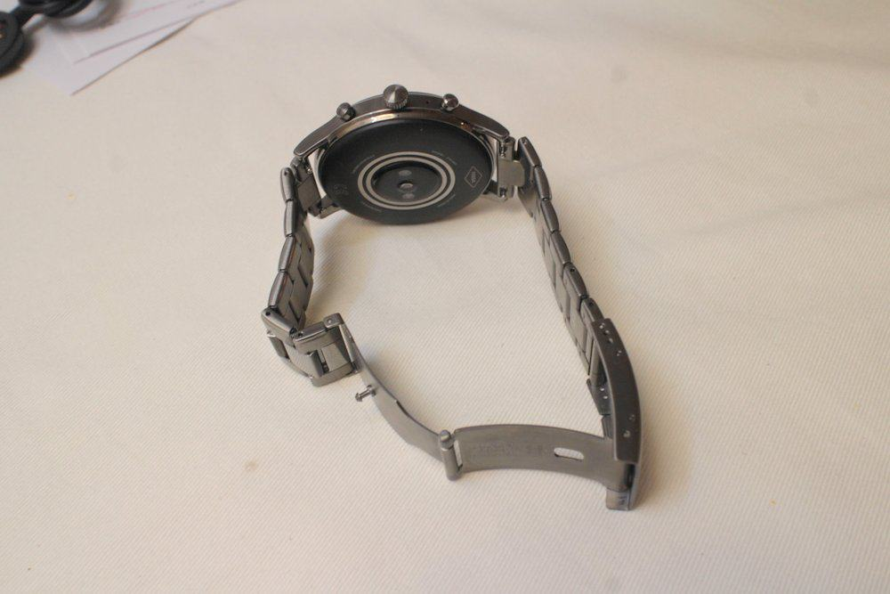 Fossil Gen 5 Carlyle main screen clasp