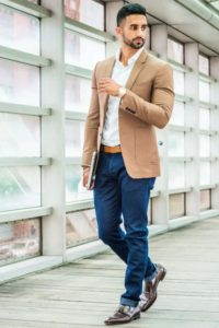 Man wearing jeans with blazer and dress shoes for business casual look