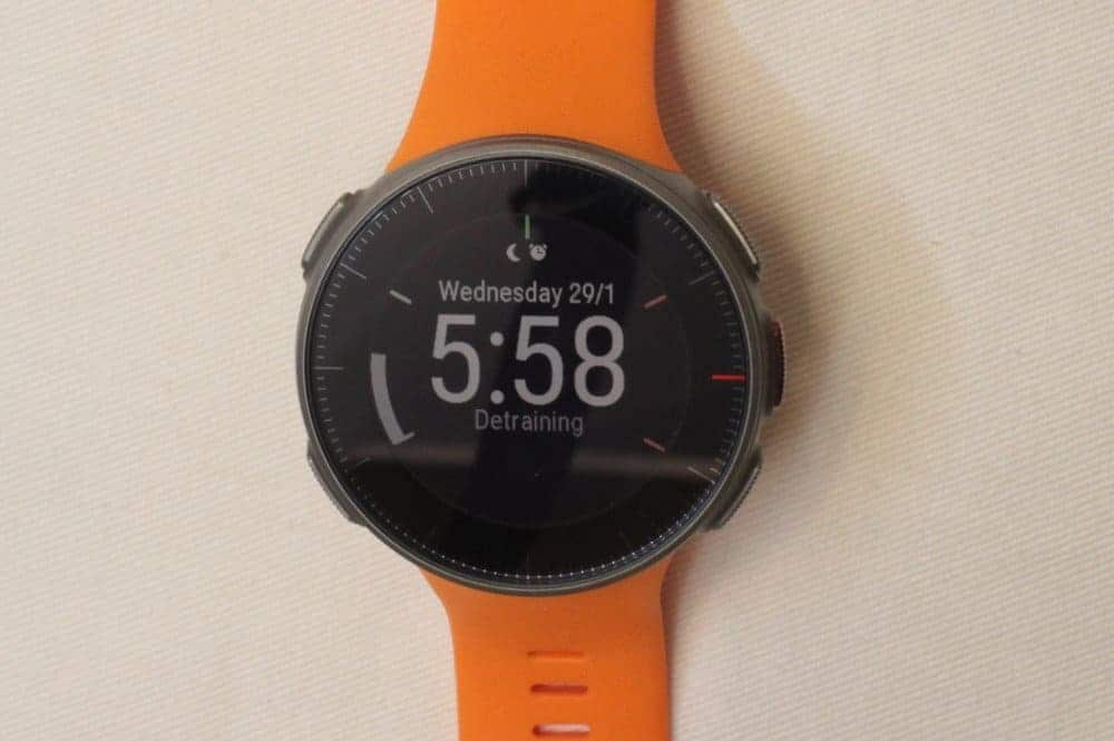 Activity watch face In activity mode, it tells you the progress towards your daily activity goal. It measures activity data on top of your regular training, and you can set the activity level based on how active you are daily. It will also remind you of inactivity. If you stay idle for 55 minutes, you will get an inactivity alert. If you ignore it, you will see an icon in the Polar Flow app.