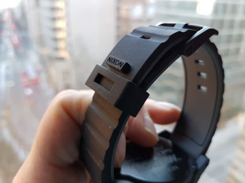 Band clasping system on the Samsung Gear S3 Frontier Smartwatch