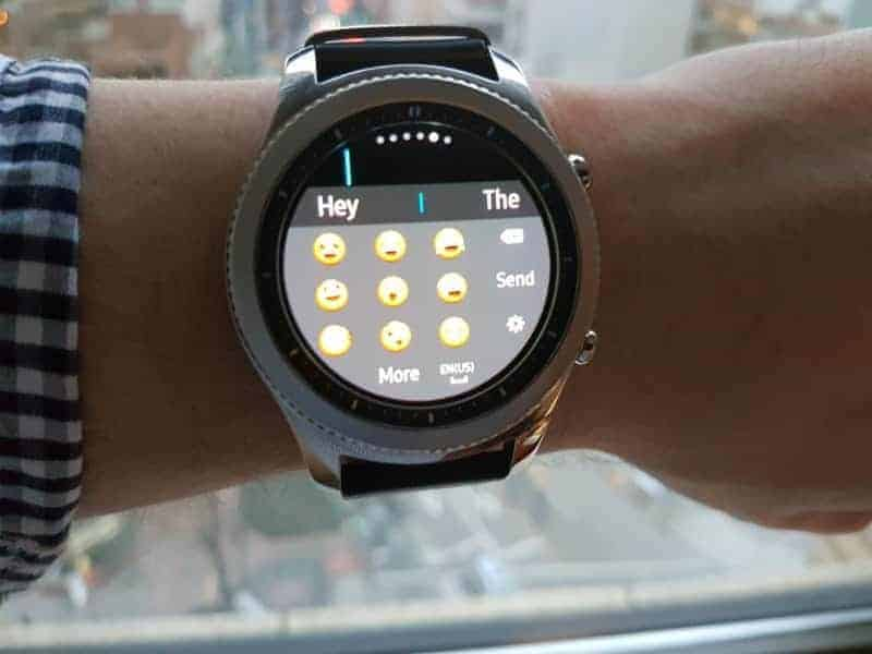 Samsung Gear S3 emoji entry.