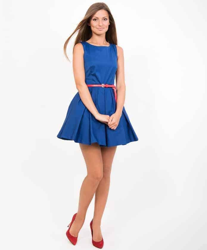A woman wearing a dress belt with her lovely blue dress.