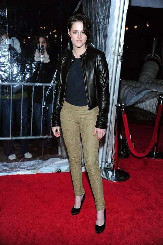 A celebrity wearing a pair of cigarette khaki pants.