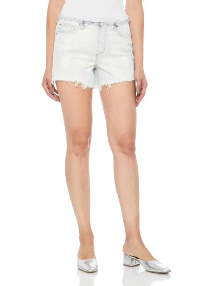 A close look at a woman wearing frayed denim shorts.