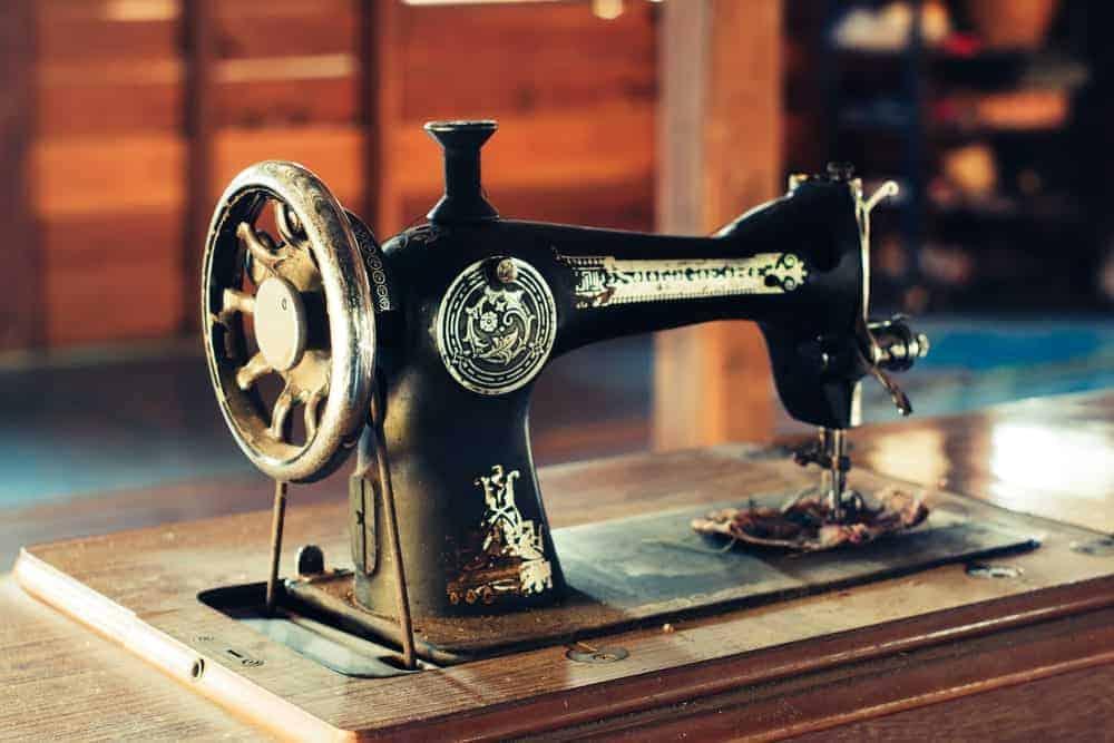 A vintage old sewing machine.