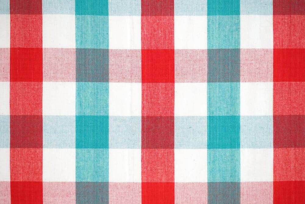 Red and green plaid pattern