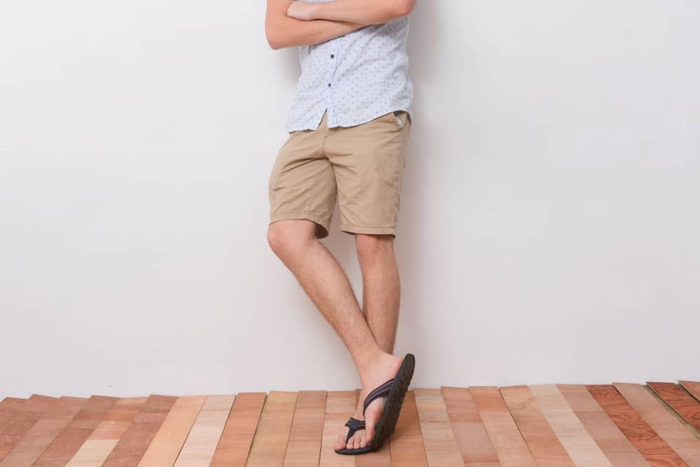 A close look at a man wearing a pair of khaki shorts.