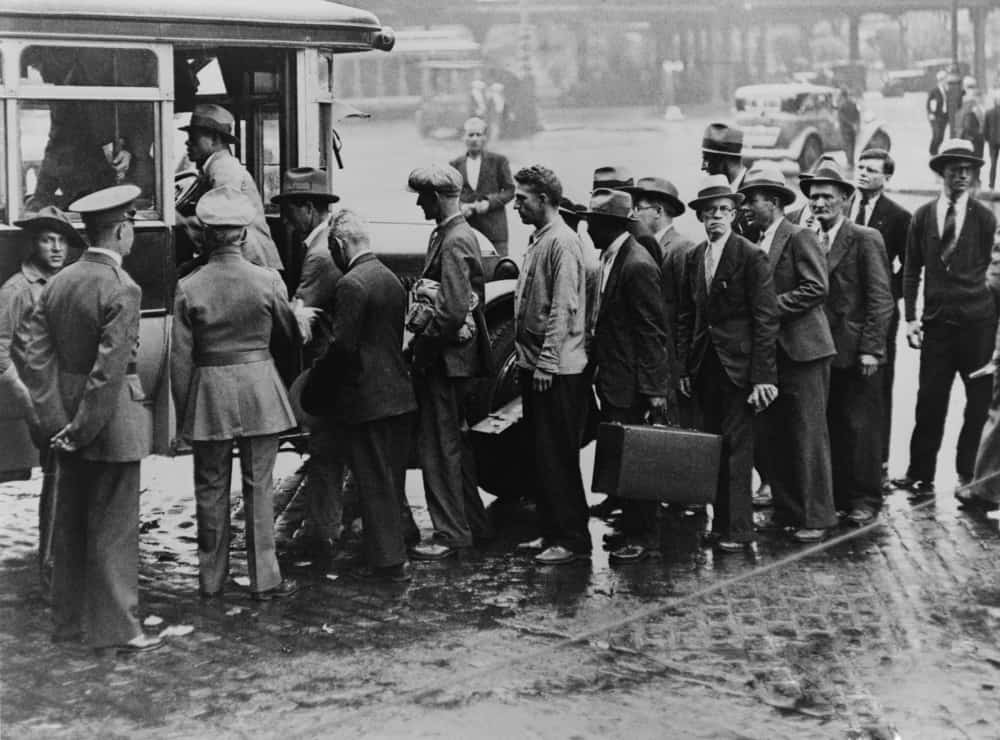 World War I veterans boarding a bus taking them from New York City's Battery to Fort Slocum.