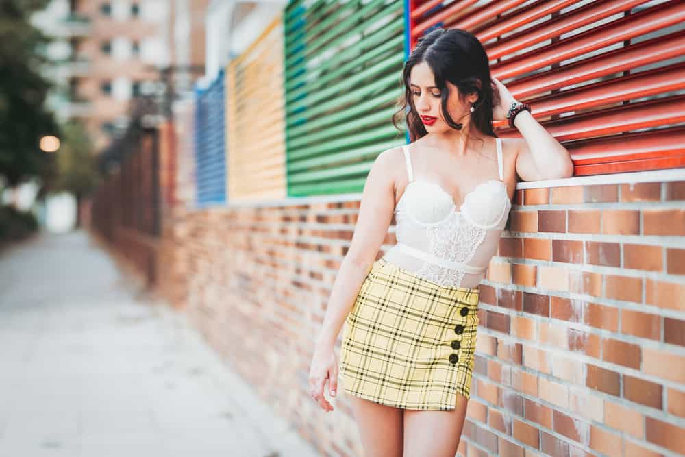 A woman wearing a patterned yellow skort.